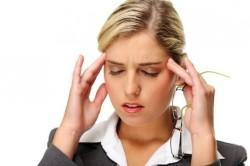 Головные боли - частый признак остеохондроза шеи