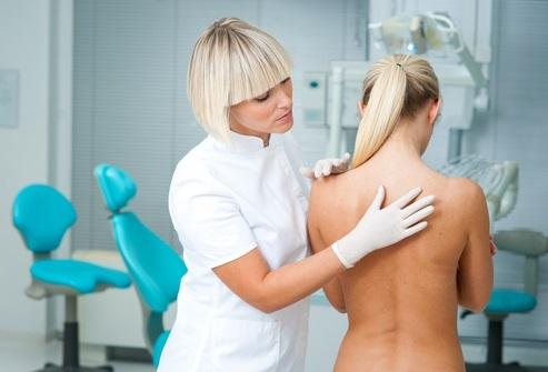 Обращение к доктору при болях в спине