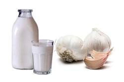 Настойка чеснока с молоком для лечения лямблиоза у взрослых и детей народными средствами