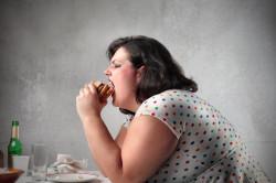 Злоупотребление едой при стрессовой ситуации