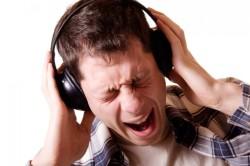 Прослушивание громкой музыки в наушниках - причина тугоухости