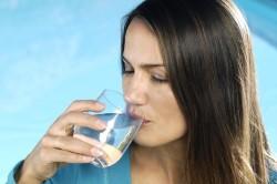 Обильное питье как средство от заложенности носа