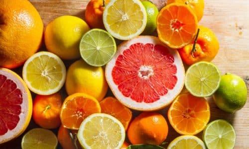Не допускается пить апельсиновый либо грейпфрутовый соки, лимонад, даже если в этих напитках достаточно сахара