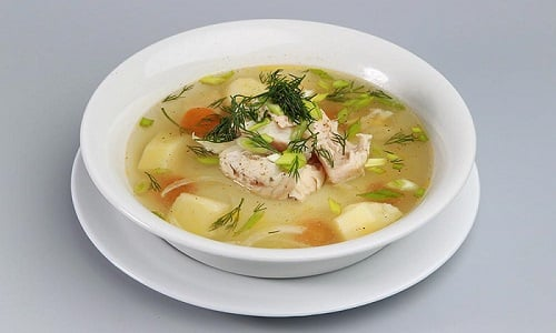 При данном заболевании можно готовить суп из нежирных сортов рыбы